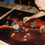 2014 X-Wing Turnier 004 Da leuchtete ihm ein, dass seine Manöverwahl nicht die beste war